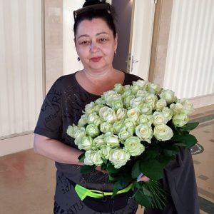 букет 51 біла троянда