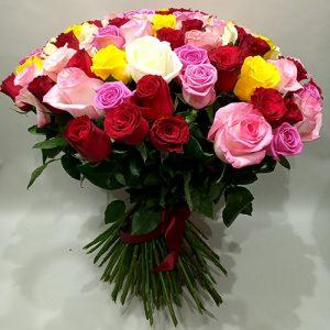 букет 51 різнокольорова троянда