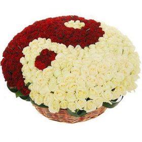 """товар 101 троянда """"Інь-Ян"""" в кошику"""