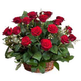21 червона троянда в кошику фото букета