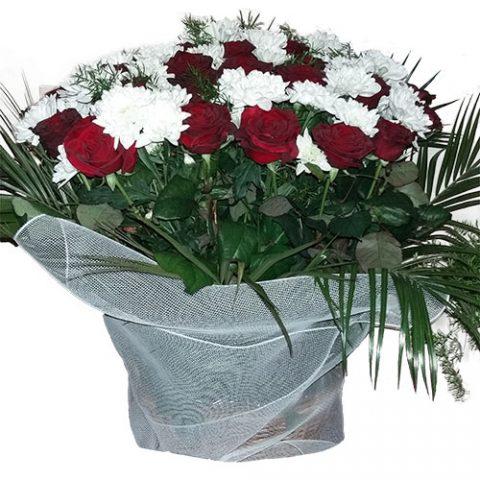 Цветы на похороны в корзине