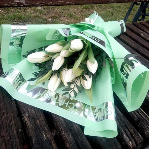 9 білих тюльпанів фото