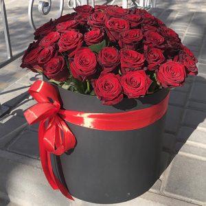 51 троянда червона в капелюшній коробці
