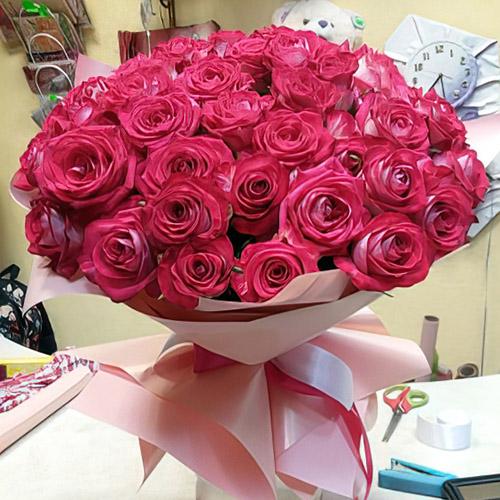 35 червоних троянд фото