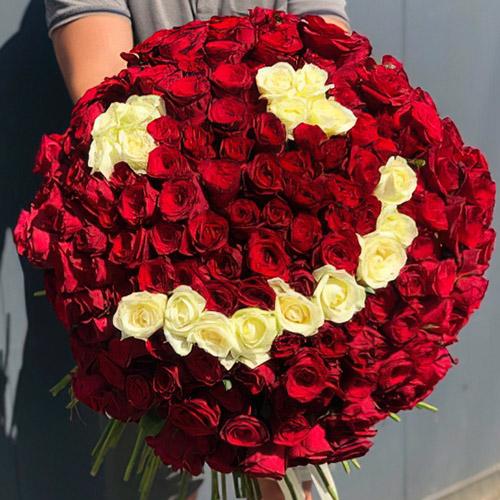 букет в виде смайлика из 201 розы фото