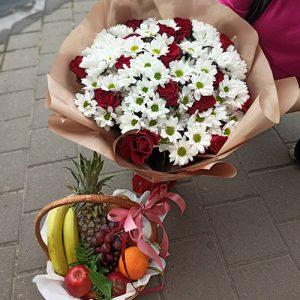 Букет із троянд і хризантем