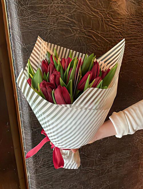 Букет красных тюльпанов фото